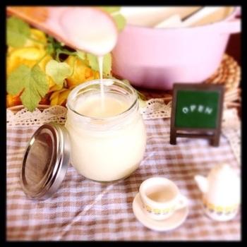 牛乳を使った濃厚なミルクジャム。あまくとろけそうなデザートトーストができそうですね。