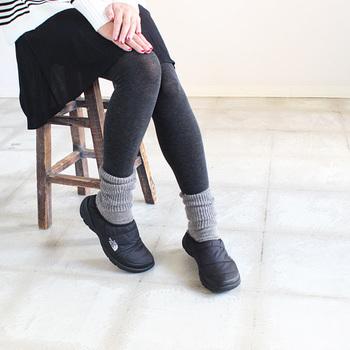 この足首はリブですっきり!折り返しても、くしゅくしゅっとさせてもかわいいんです。