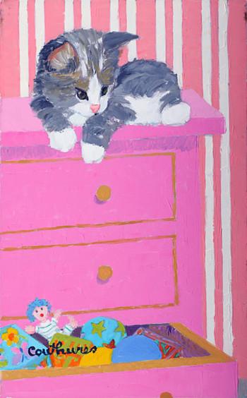 「子供部屋の子猫」・・・思わず「かわいい!」と叫びたくなります。子供部屋のピンクチェストの引き出しの中は、かわいいお人形が飛び出すおもちゃ箱。それを上から覗くいたずら好きな子猫。楽しい構図です。