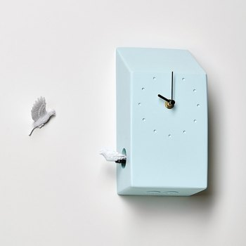 本物の鳥の声が聞こえる鳩時計。1時間おきに仲間と挨拶するキュートな姿に癒されます。 作り手:haoshi(台湾)