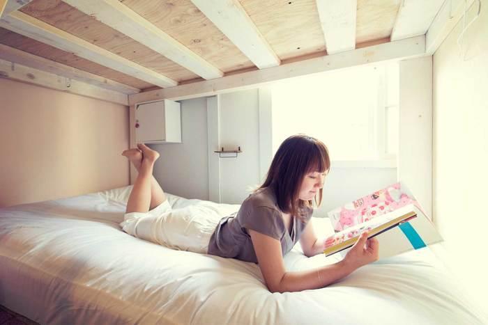 キレイなベッドが配され、女性一人旅でもゆったりと過ごせます。