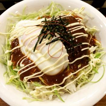 おすすめメニューのロコモコ丼は、濃厚デミグラスソースかさっぱり柚子風味を選べます◎男性でも満足できちゃうボリューミーな人気メニュー。