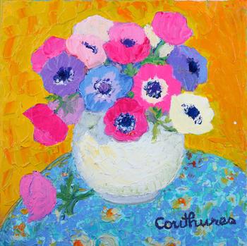 「花柄のテーブルクロスとアネモネ」・・・・青い小花模様の丸テーブルとアネモネのブーケがバランス良く、まるでこちらを見て微笑んでいるように見えますね!