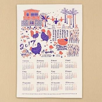 オリジナルテキスタイルの鳥カレンダー。コットンにプリントされているのでティータオルとして使っても、額に入れて飾っても可愛いですね。 作り手:印花樂 inBlooom