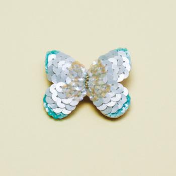 スパンコールをあしらったキラキラ蝶々は、普段使いからパーティーシーンまで幅広く活躍しそう。  ■tamas/Butterfly-green