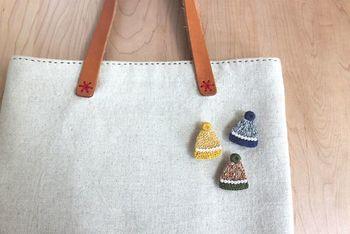 ニット帽のブローチなら、寒い日も気持ちはぽかぽか♪モチーフで季節感を演出するのもいいですね。  ■EMMIE'S GALLERY/お上品なニット帽のブローチ