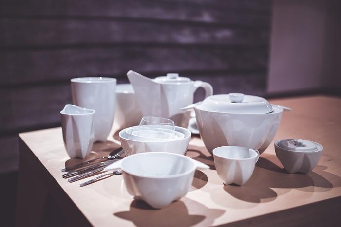 今、大人女子の間でポーセラーツが人気を集めています。ポーセラーツは真っ白な磁器に好きな柄を焼き付けて作るオリジナルの食器です。