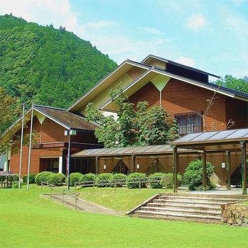 「ホテル昴(すばる)」は、十津川温泉の中でも特に人気の高い宿泊施設。温泉と昼食がセットになった日帰りプランも充実しています。