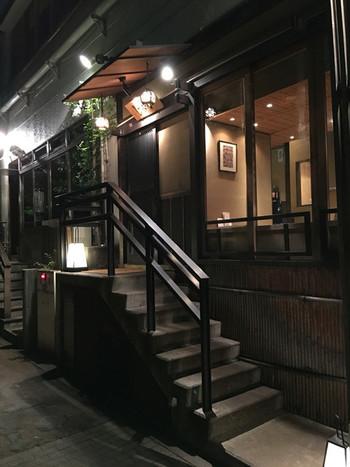 京都の町家をイメージした風情が漂う空間は、お忍びで訪れたくなる大人な佇まい。