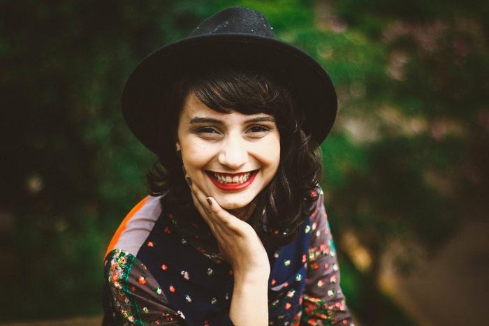アメリカの哲学者ウィリアム・ジェームズのこの言葉、脳科学者も同じようなことを言っているというから驚きです。顔の筋肉を笑顔を作るように動かすことで、脳は今ハッピーだと思い込んでくれるのだそう。辛い時こそ笑顔を忘れずに♪