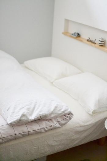 シーツや布団カバーは、肌触りの良いものを少しこだわって選びましょう。そうするだけで、睡眠の質がアップします。