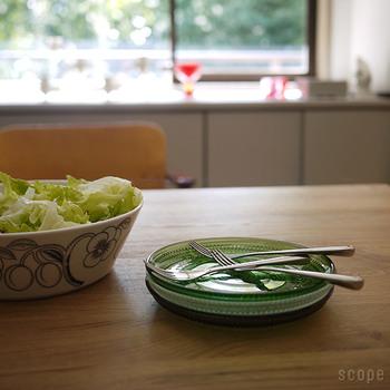 取り皿として重ねておいてあるだけで、さまになるデザインです。