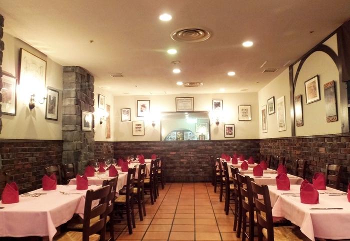 大阪駅前第4ビルの地下1階にある【Osteria Gaudente 】(オステリア ガウダンテ)。本場イタリアに昔からあるような、クラシカルな雰囲気が魅力のレストランです。