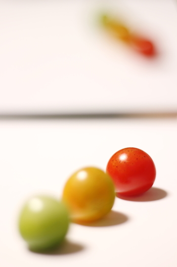 ミニトマト・プチトマトの気になるカロリーは、1粒およそ4kcal。15粒食べても60kcalしかないので、とってもヘルシー。ダイエット中の栄養不足解消に、頼りになる食材です。