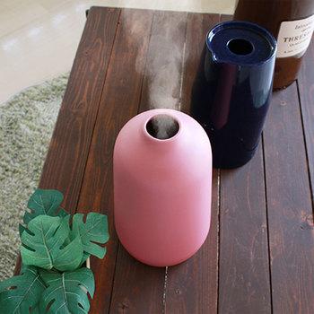 小さな壺のような雰囲気が可愛いらしい加湿器。ナチュラルなインテリアに、しっくり馴染んでくれそうです。