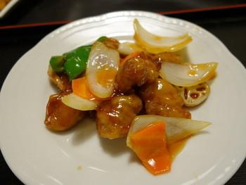 酢豚も中華の定番的な美味しさ。 地元では金襴の酢豚を食べに行こうというほどに、中身の存在感も食べごたえがあります。