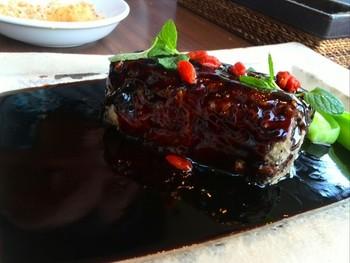 これが、酢豚!? 初めて食べたときは、その肉厚さとタレの味に驚きました。