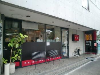 ハイソな住宅街の御影に店舗を構える四川。 ランチはいつも満員です! お子様連れにも人気で、過ごしやすい空間も魅力的ですよ。