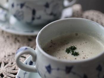 食物繊維たっぷりのしめじと、豆乳を使ったポタージュ。  豆乳のとろとろ食感でほっこり暖まります♪