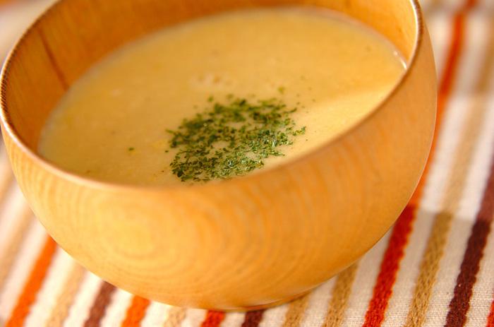 忙しい朝にお役立ちなのが「スープの素」。でもせっかくだから、少しだけ工夫をしてもっと美味しくしちゃいましょう。だし汁と溶き卵を加えた、ふわふわ優しい味のスープです。