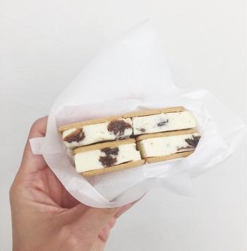 ビスケットのサクサク感を損なわないために、サンドした状態で長く保存できないようで、一部の店舗でしか味わうことができません。今のところ食べることができるのは、帯広本店と札幌本店、六花の森のみ。
