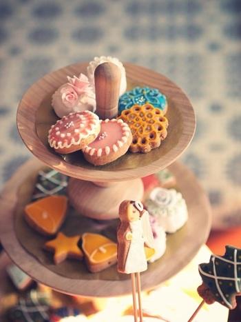 アイシングとは、粉糖と卵白を使ってお菓子をデコレーションすること。乾けばしっかり固まるので、持ち歩きやプレゼントにおすすめです。
