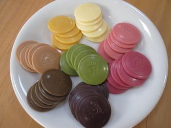 フレーバー(味)はパッション、マンゴー、ストロベリー、ラズベリー、抹茶、メープル、紅茶、ビター。お土産もいいけど自分用にも欲しいですね♪