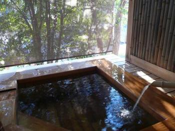 里山の自然を全身で感じられそうな、貸切風呂も3つあります。浸かるだけで日頃のストレスも癒やされそうですよね。