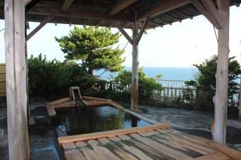 カップルやご家族で利用したい、屋上の貸切露天風呂はなんと船の形をした展望浴場です。運が良ければ朝日や、夕日などもパノラマで見られるかもしれませんよ。