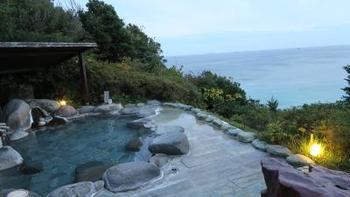 露天風呂ももちろん、絶景のオーシャンビュー♪ 下田大和館の温泉は疲労回復や筋肉痛、関節痛などに効果があるそうです。