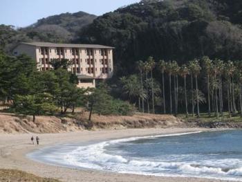 なんと南伊豆の絶景海水浴場、弓ヶ浜まで庭続きで行けるお宿なんです。