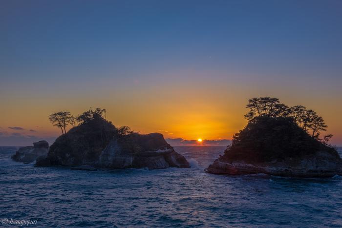 東伊豆の真裏に位置するのが西伊豆です。堂ヶ島はその象徴です。水平線に沈む夕陽を見れる絶好のスポットなんですよ。