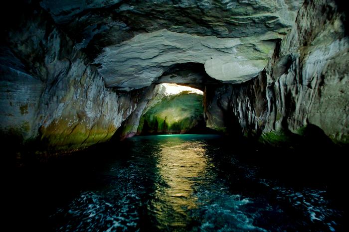 堂ヶ島の洞窟クルーズも大人気のアクティビティです。西伊豆に宿泊するなら、ぜひ予定に入れておきたいですね♡