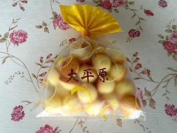 大平原のミニバージョンの「めんこい大平原」もあります。40袋のうち1袋の割合いでハート型のミニマドレーヌが入ってるとか♪めんこいは北海道弁で可愛いの意味。