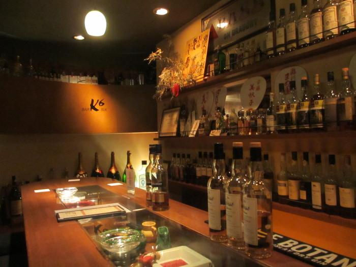 京都の老舗BARとして有名なK6(ケーシックス)。BARなんてちょっとハードルが高いな…と思いがちですが入店してしまえばこっちのもの。熟練の名バーテンダーさんが作ってくれるカクテルは本当においしいものです。