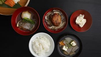 季節膳は1,700円(税別)。季節の食材を使ったお料理が楽しめ、食後の和菓子も好みのものを選ぶ事ができます。
