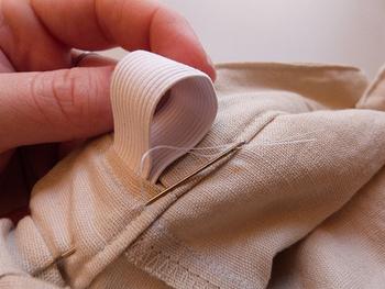 自分でお直しした服はよりいっそう愛着が湧きますよね♪ 洋服のサイズが合わない…穴があいてしまった…という時は、是非捨てる前に自分でお直しを検討してみてください。