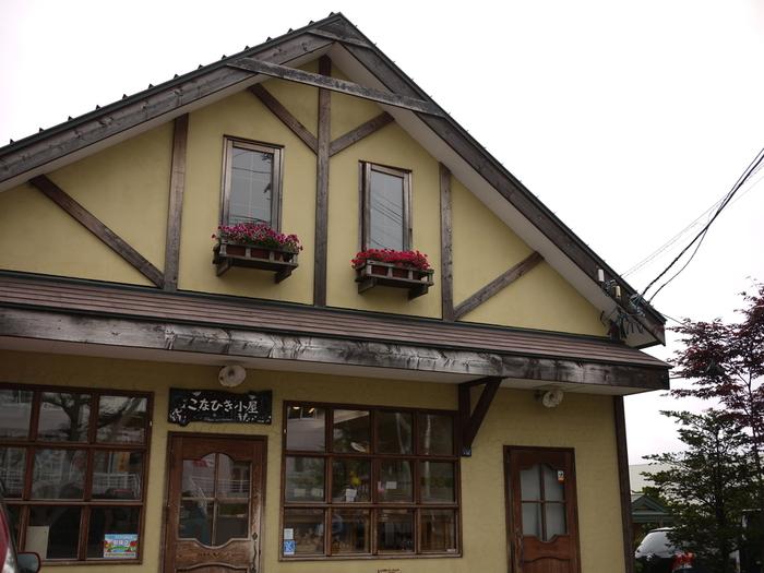 上記でご紹介した、函館市宝来町にある「Pain(パン)屋」の本店。函館のみならず全国的にもファンが多い名店です。