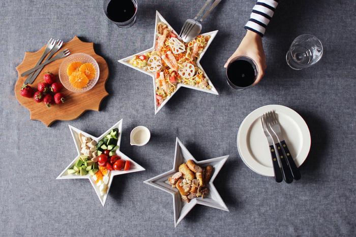 お皿の大きさや色を変えるだけでテーブルのコーディネートもぱっと明るくなります。3cmの深さもあるので軽食を盛りつけるのも得意です。ポップコーンやクッキー、チョコレートなど小さなおやつを盛りつけて楽しみたいお皿です。