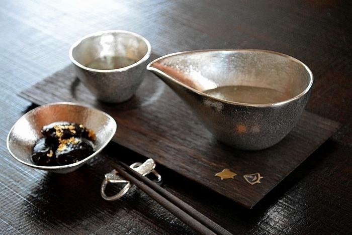 和菓子はもちろん、チョコやクッキーなど洋のスイーツとも相性抜群。おもてなしの雰囲気がぐっとアップするプレートです。