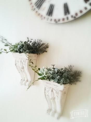 アンティーク風の陶器とグリーンとのバランスが大人の上品さを表現してくれそうです。