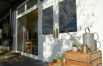 2016年12月には同じく神奈川県秦野市に新店舗もオープンしました。こちらでは北欧の雑貨を中心としたアイテムを探すことができます。