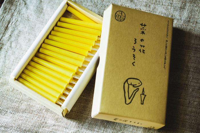 パッケージとろうそくの色をデザインしたのは、絵本作家の太田朋さん。箱の表面にはほのぼのとしたイラストが描かれています