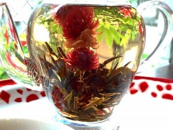 見てるだけでも楽しめる美しい中国茶も揃っています。携帯を充電しながら自分自身にもエネルギーチャージできる!そんな素敵なお店です。