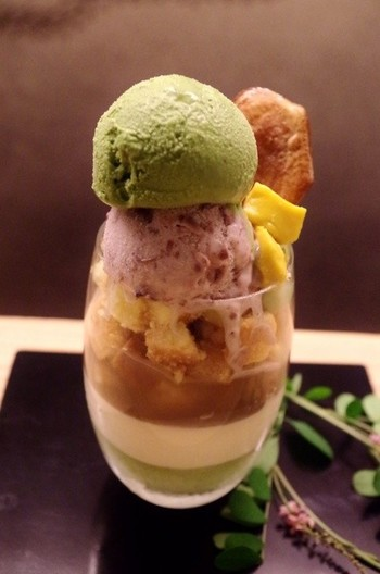 おもたせとして最適な焼き菓子やプリンも人気です。 夏の時季には、こちらの抹茶パフェを目指して来店される方も多いんだとか。抹茶あずきアイス、小倉白玉アイス、わらびもちなどボリューム満点のパフェです♪  ★基本情報  京都府京都市東山区祇園町南側570-119 075-531-4776 営業時間: ランチ11:30~14:30 カフェ14:30~17:00 ディナー17:00~21:00 定休日:火曜日