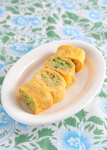 炒めたキャベツを巻いた卵焼きは、ふんわりとしゃきしゃき両方の食感が楽しめます。春キャベツの季節にもぜひ作ってみたい♪