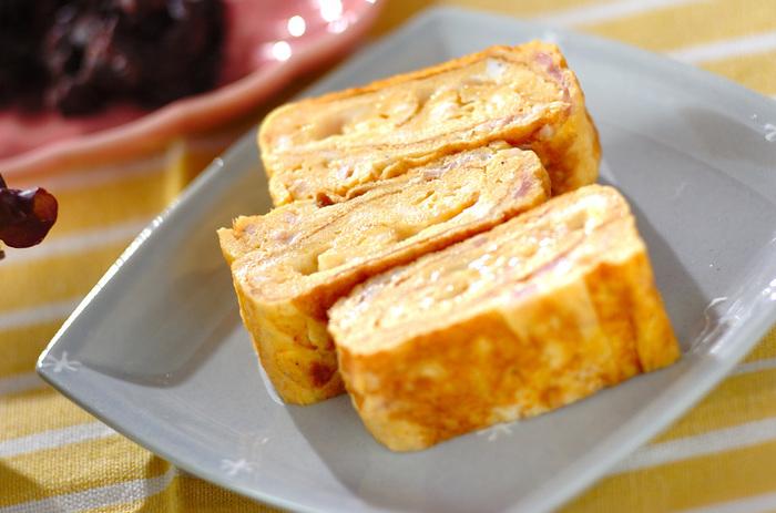 オムレツに合う具は、卵焼きにだってばっちり合います!ベーシックなベーコン&チーズはきっと誰もが好きな味。ご飯はもちろん、サンドイッチにしてもおいしそう。