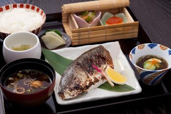 数種用意された昼の御膳はリーズナブルな価格設定で財布に優しく、美味しいと評判。
