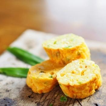 一見シンプル。でも実は、すりおろしたパルミジャーノ・レッジャーノがたっぷり入ったイタリアンオムレツなんです。チーズの塩気で十分、調味料も要りません。