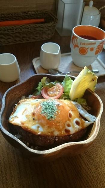 パンケーキだけでなく、ランチメニューも豊富。写真はロコモコ京都風。豆腐ハンバーグとごぼうご飯で作られたヘルシーメニューです◎